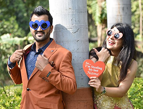 7 Best Wedding Photo Booth Props For 2019 Weddings