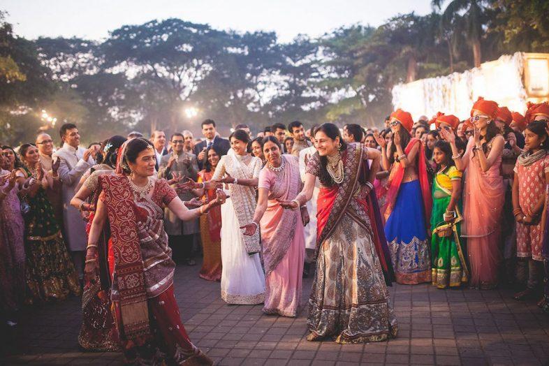unique-fun-idea-for-bridal-entry-family-dancing-shonan-adesh-thedelhibride-indian-wedding-blog